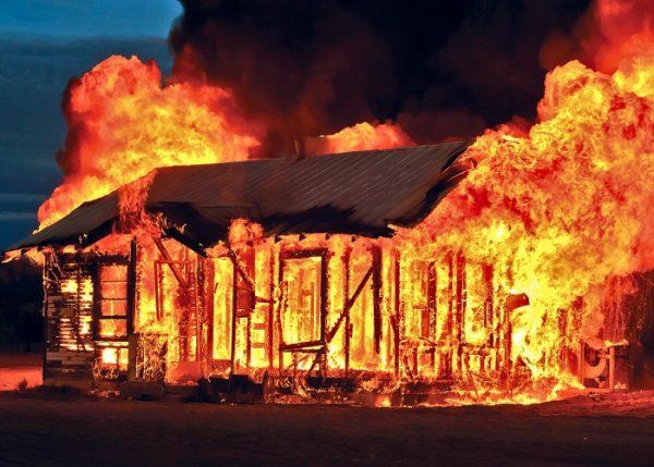 Mơ thấy cháy nhà - Giải mã giấc mơ nhà bị cháy lớn