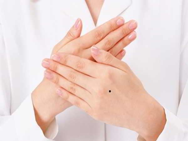 Xem nốt ruồi ở tay dự đoán tính cách vận mệnh một người