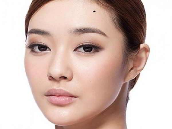 Dự đoán tính cách, vận mệnh qua nốt ruồi trên mặt phụ nữ