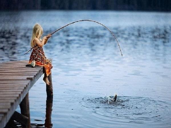 Mơ thấy bắt cá dự báo điềm gì - Đánh con số nào?