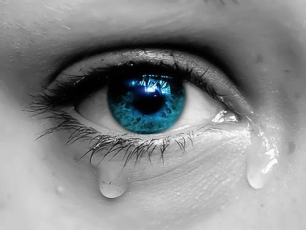 Mơ thấy mình khóc là điềm báo gì - Đánh con số nào?