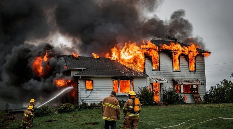 Nằm mơ thấy cháy nhà