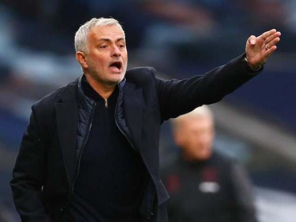 Bóng đá hôm nay 2/11: Mourinho chỉ trích trọng tài