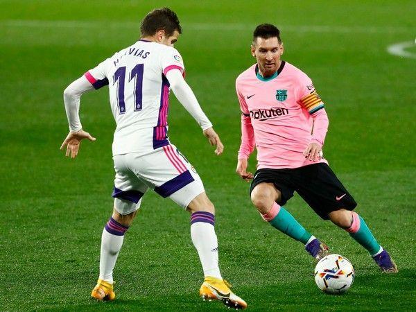 Tin bóng đá chiều 28/12: Messi được ví như món quà vĩnh cửu của Barca