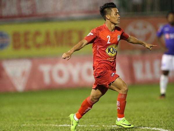 Bóng đá Việt Nam 4/1: Cầu thủ đầu tiên rời HAGL dưới thời Kiatisak
